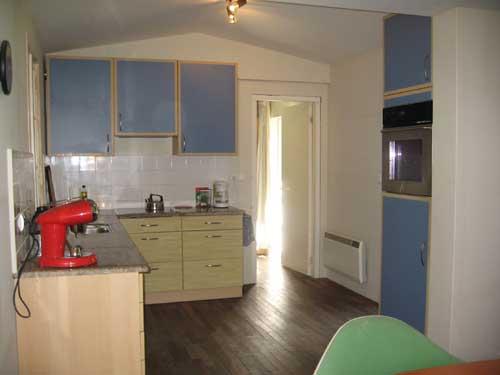 Camping dordogne frankrijk zwemwater meertje huurtent huurcaravan zomerhuis - Keuken uitgerust m ...